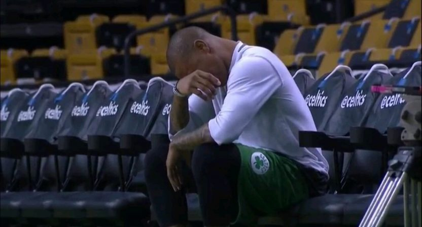isaiah-thomas-crying